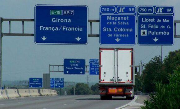 Caudete Logística se une a la protesta de los profesionales de la carretera ante la prohibición de que los camiones circulen por la AP-7 durante los fines de semana